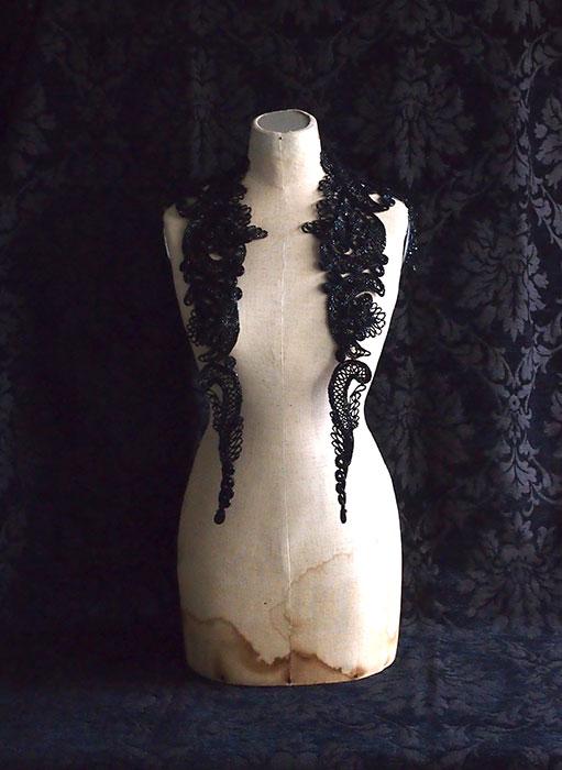 黒ビースの装身具