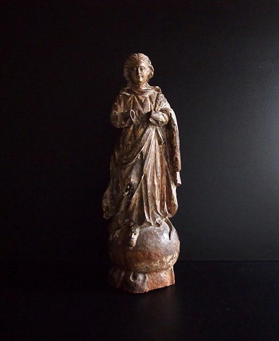蛇を踏むマリア像