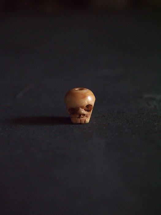 骨の髑髏 A