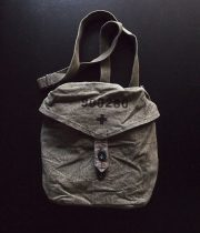 スイス軍のガスマスク用バッグ