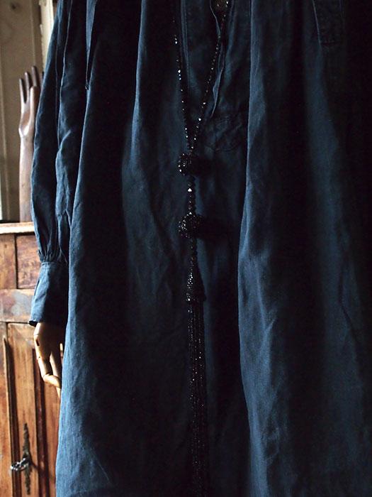 黒ビーズのロング・ネックレス