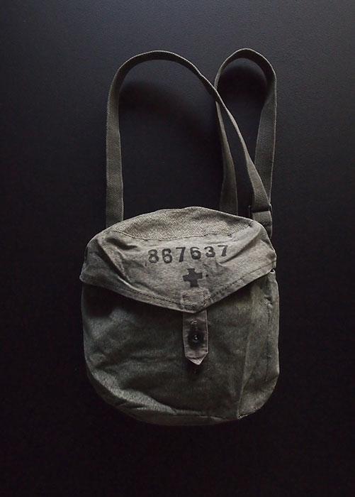 スイス軍のガスマスク用バッグ B