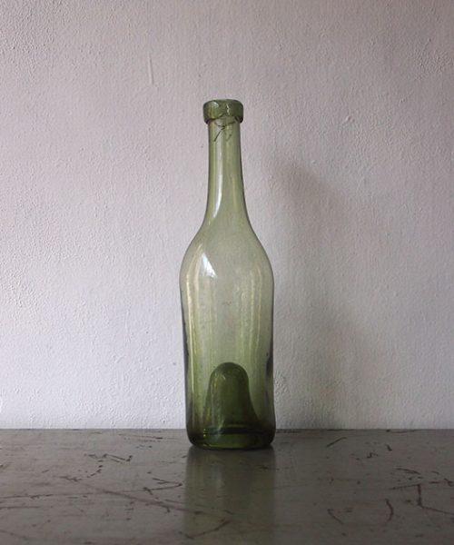 古いワイン・ボトル