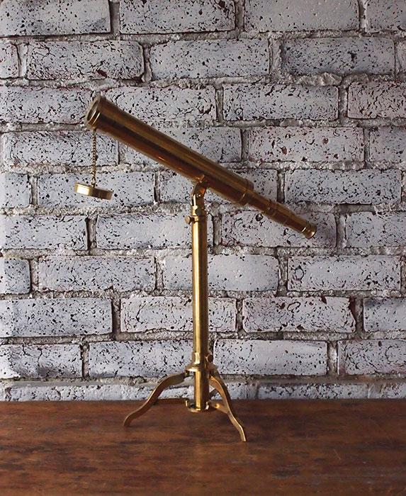 真鍮製の望遠鏡