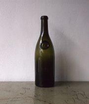 古いワイン・ボトル B