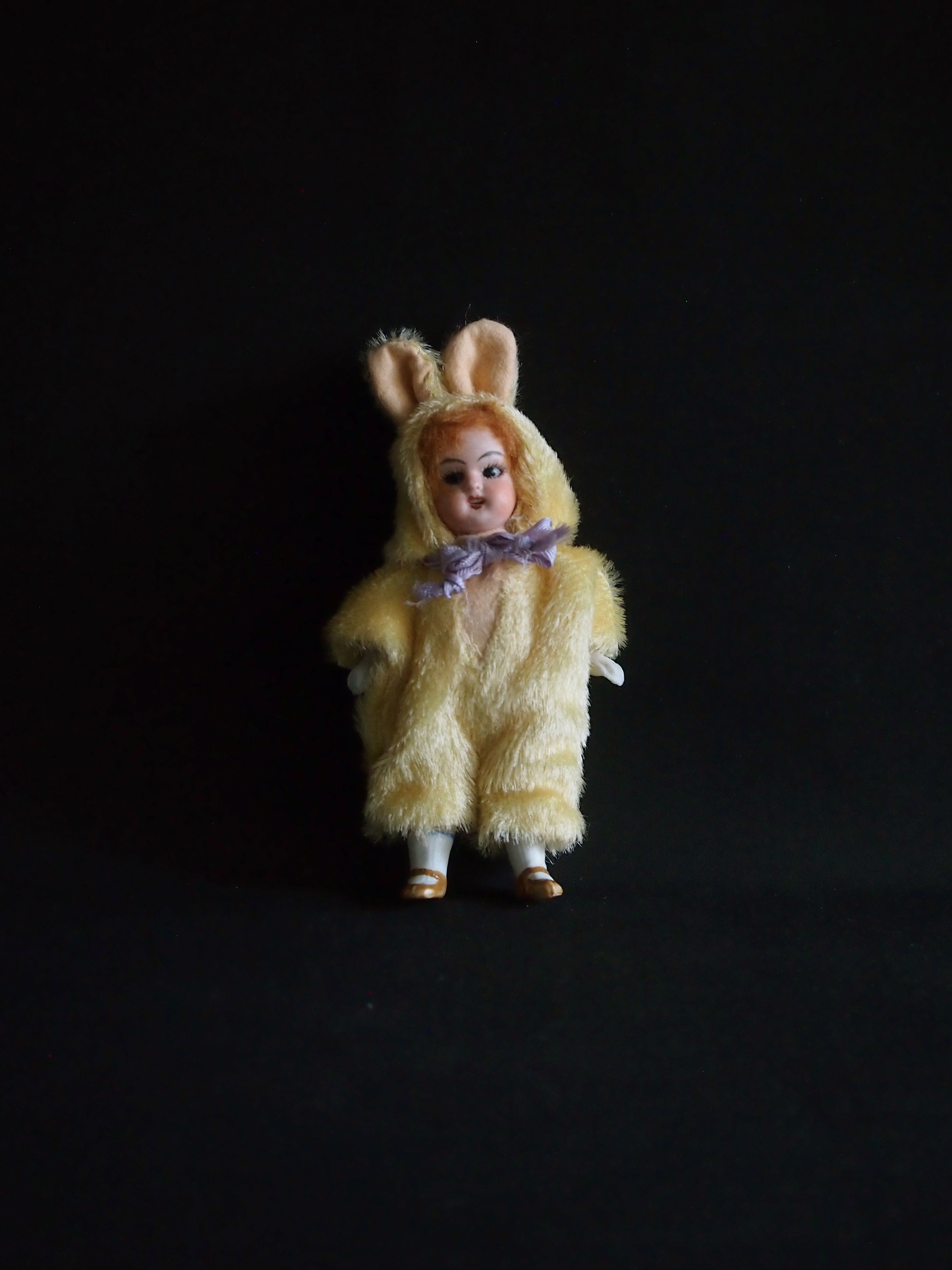 ウサギの着ぐるみビスク・ドール