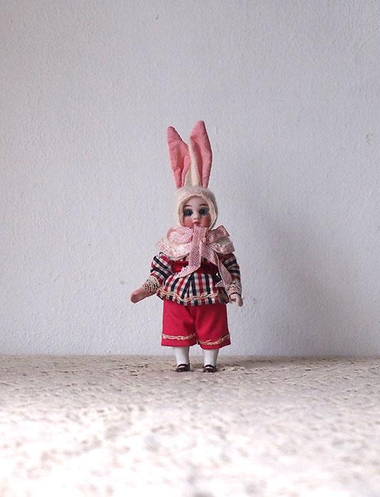 ウサギの着ぐるみビスク・ドール D