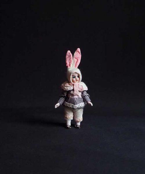 ウサギの着ぐるみビスク・ドール J