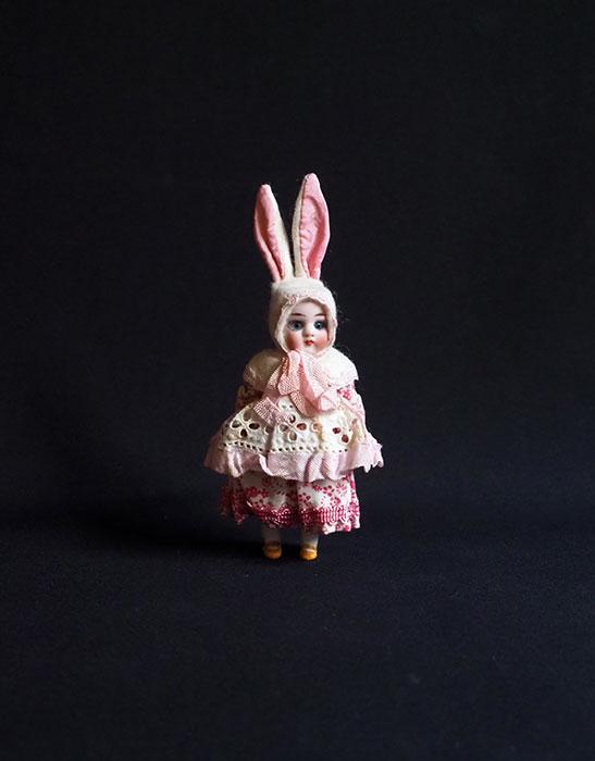 ウサギの着ぐるみビスク・ドール I