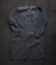 黒いシャツ